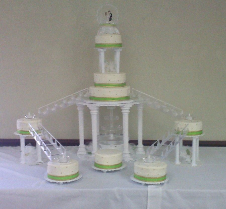 Bridge Wedding Cakes With Fountains Wedding Cake With Fountain And