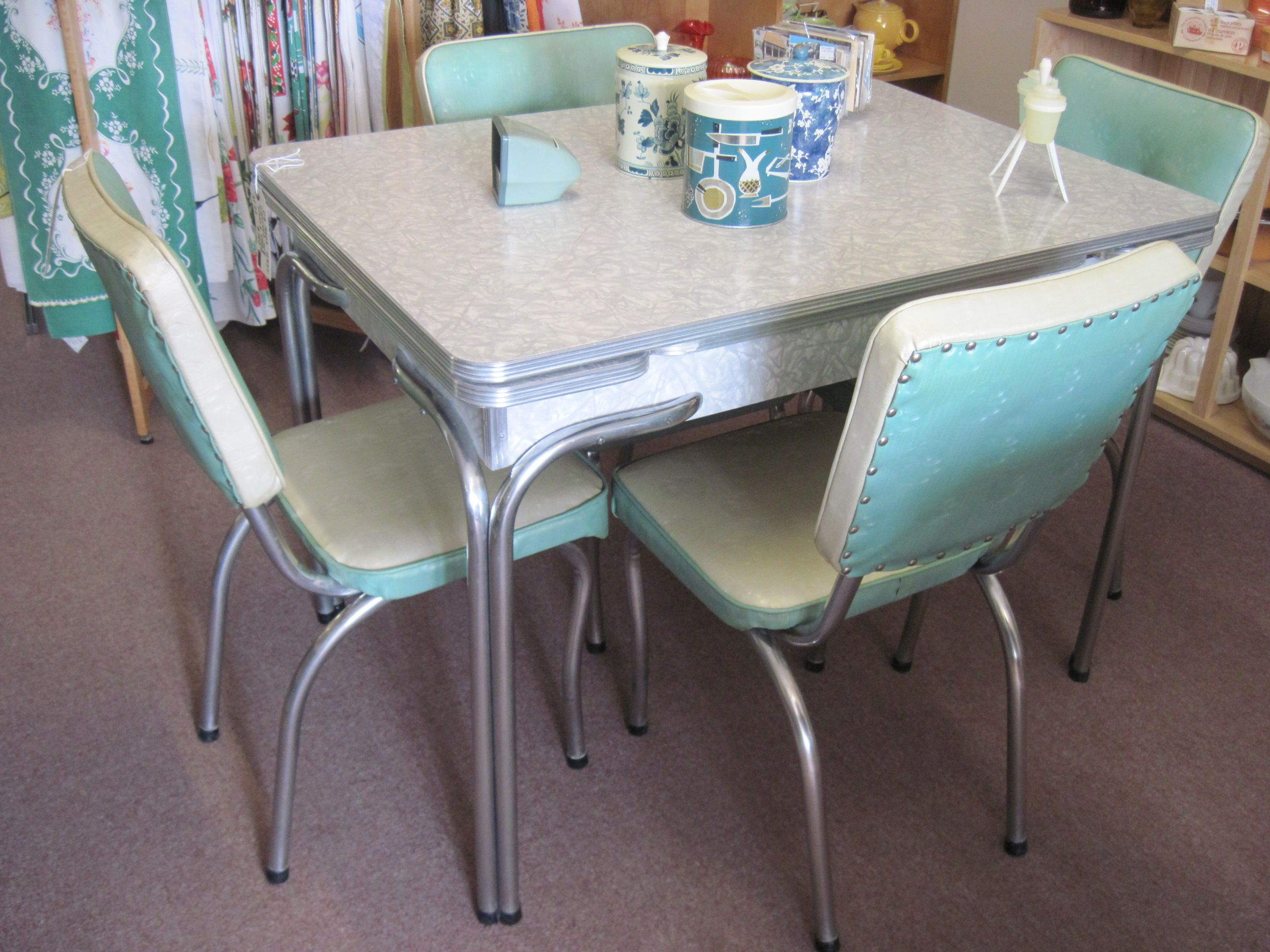 Cracked ice table and chairs vintage kitchen pinterest for Dinette sets with bench seating