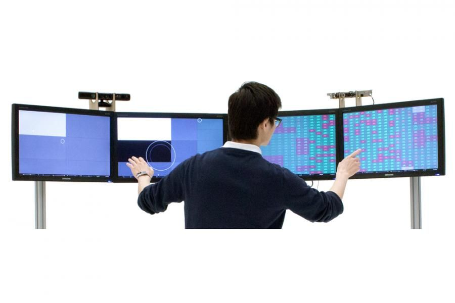 Perifoveal display - The Perifoveal Display takes this abstraction from the user and visualizes it in a way that the full range of vision can be used for data monitoring. #guesture