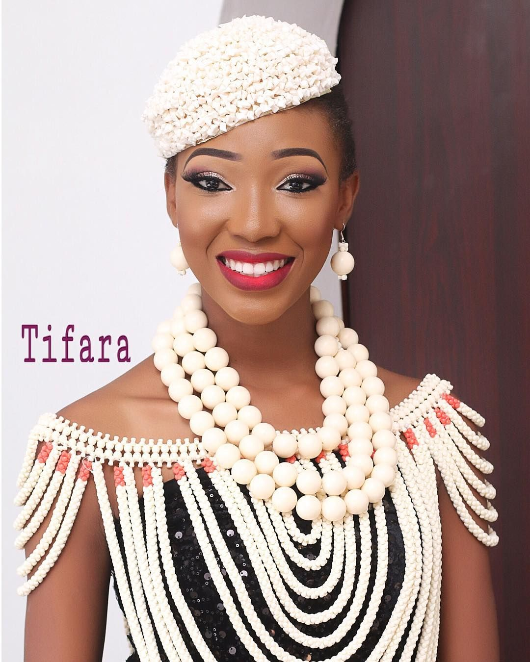 Abimbola Tifara Instagram Fotos Und Videos Beaded Cape African Wedding Attire Nigerian Wedding Dresses Traditional
