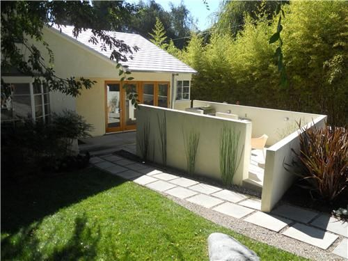 These Privacy Walls Are A Modern Way Of Turning The Front Yard Into Usable E For Entertaining Or Just Hanging Out Horsetail Equisetum Makes
