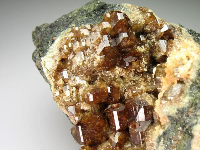 Image from http://www.minfind.com/mfthumbs/ Vesuvianite
