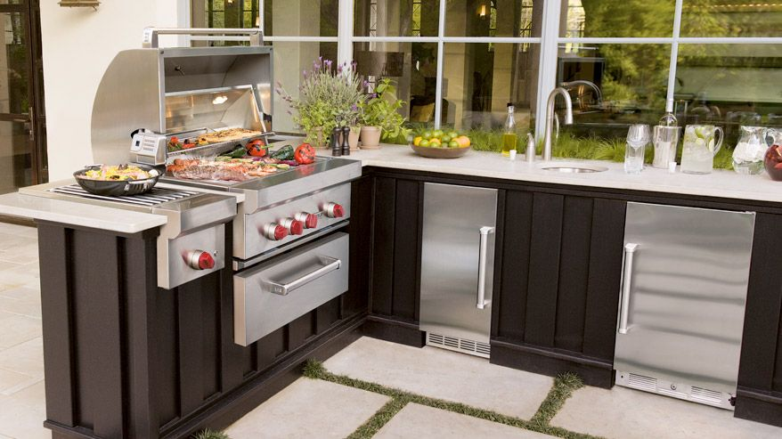 Sub Zero Wolf Combines Some Of The Key Outdoor Cooking Essentials In This Outdoor Kitchen Outdoor Kitchen Outdoor Appliances Outdoor Grill
