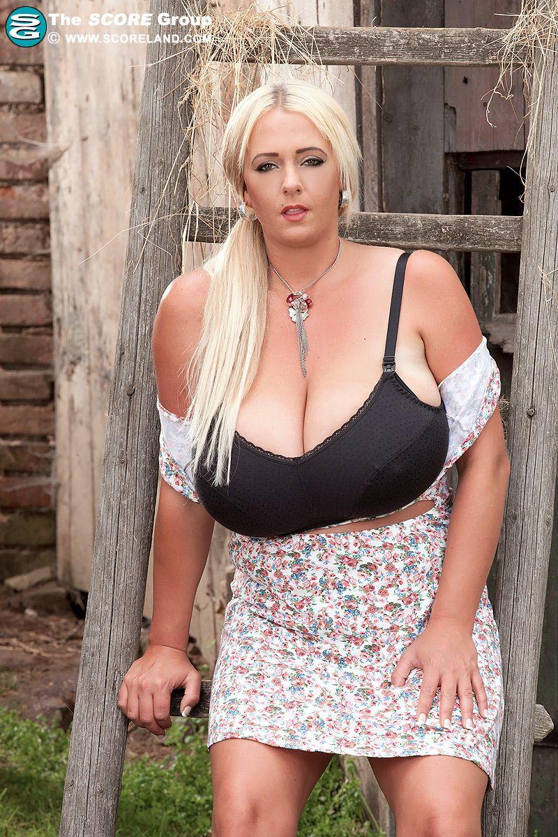 Rollos busty white women