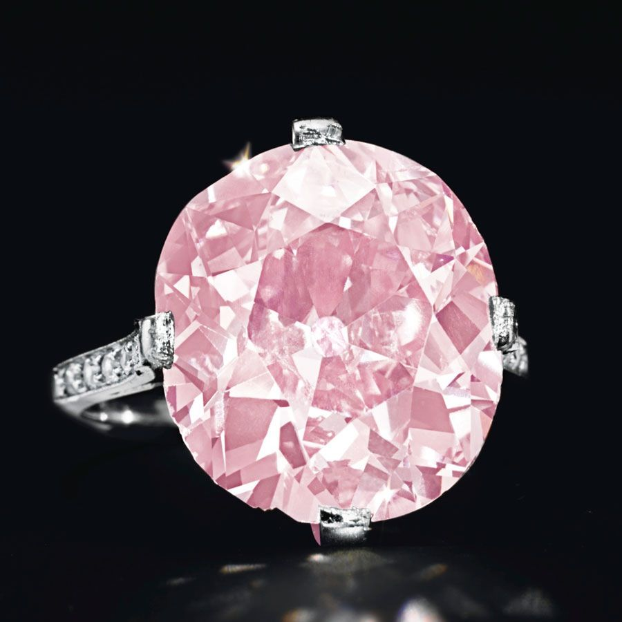 Christies sold this 9ct pink diamond in a Belle Epoque ring by Dreicer & Co, from the estate of Huguette M Clark, circa 1910.