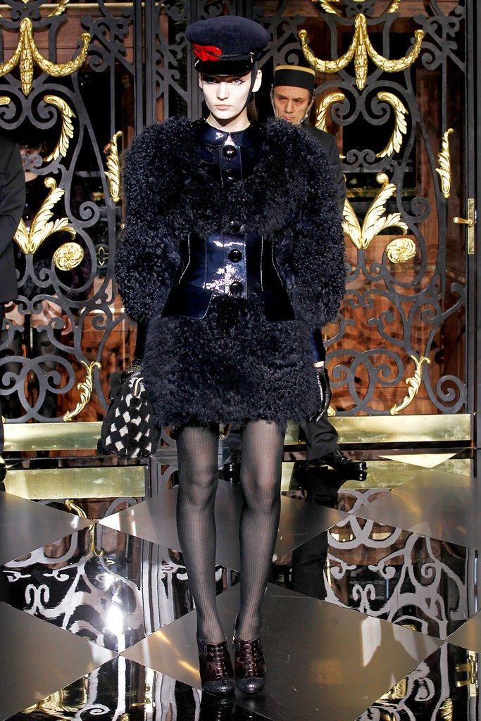 Louis Vuitton Fall 2011 Ready-to-Wear Collection Photos - Vogue