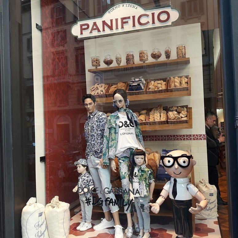 Dolcegabbana quadrilatoro della moda give us this day