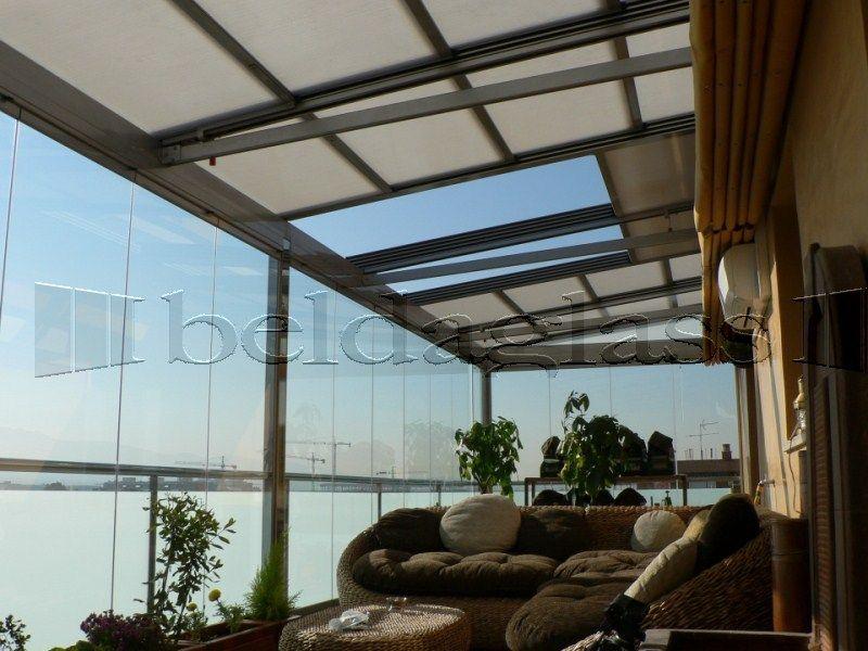 Atico creado con techo movil de policarbonato y for Cortinas para terrazas exteriores