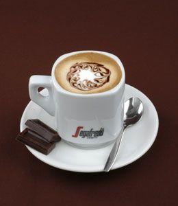 Segafredo Espresso –kahvia (1 espresso/annos) Täysmaitoa (n. 1-1,5 dl/annos) Suklaakastiketta (n. 1 rkl) Minttu- tai piparminttulikööriä (2 cl) Mittaa...