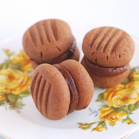 Yoyos are an iconic New Zealand biscuit, named after their appearance of course! They are traditionally made like a shortbread with the addition of custard powder to flavour the shortbread and a cu…