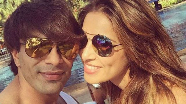 #BipashaBasu and #KaranSinghGrover have finally announced their wedding!  #FilmyBuzz