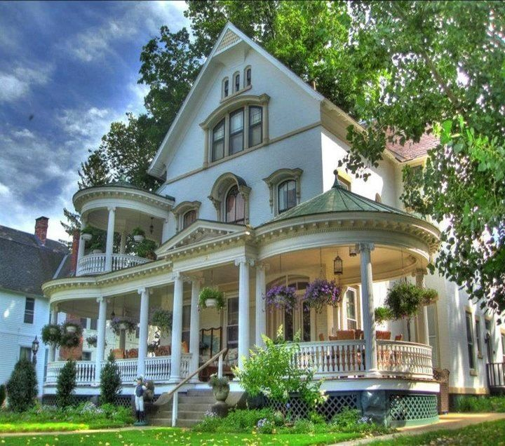 Omg That Porch Victorian Homes Victorian Style Homes Old Houses