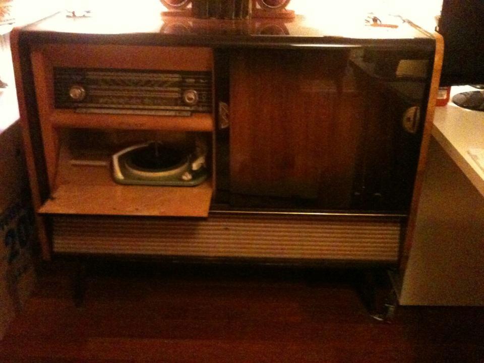altes radio musikbox wundersch ne musikbox m ssen wir leider wegen umzug abgeben mit. Black Bedroom Furniture Sets. Home Design Ideas