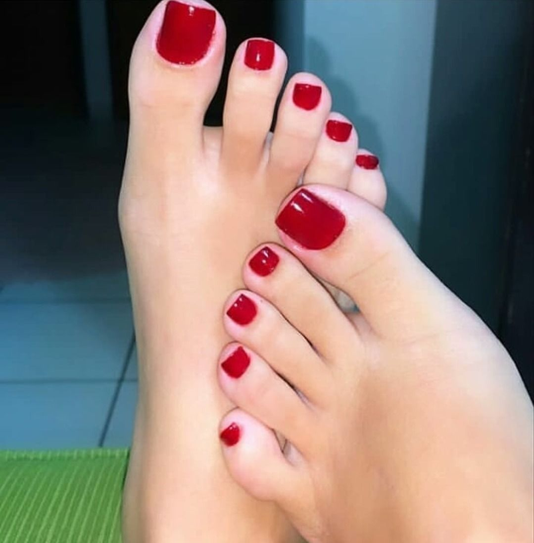 Girl S Feet Lover In 2020 Cute Toe Nails Pink Toe Nails Pretty Toe Nails