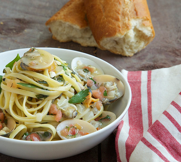 Linguine and Clams with Toasted Bread. Weeknight dinner redefined. http://www.chefd.com/collections/all/products/linguine-clams