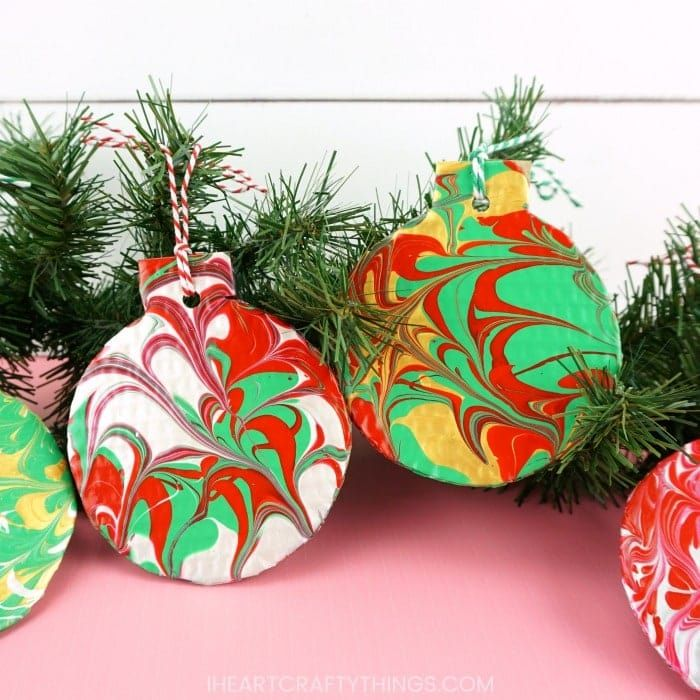 These DIY marble Christmas ornaments are so fun for kids and adults! The festive marbled ornaments are super easy to make and look great on the Christmas tree! #iheartcraftythings #christmascrafts #homemadechristmas #christmasornaments #diychristmas #christmascraftsforkids