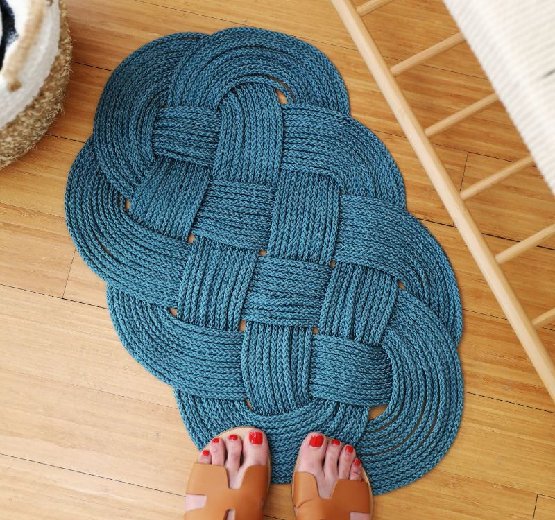 Create a gorgeous knotted rope rug from this DIY project