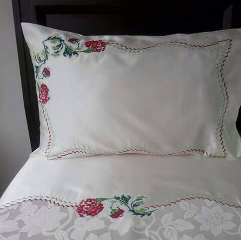 Ayse zenginer adl kullan c n n pikeler panosundaki pin pinterest broderie couture ve - Couvre lit broderie florale ...