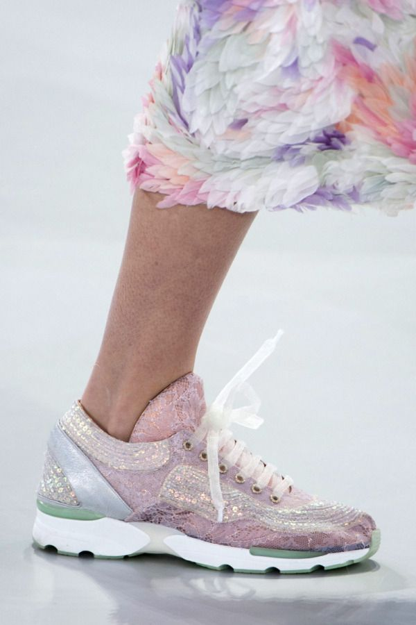 cool Spring shoe trends 2014: feathers and textures