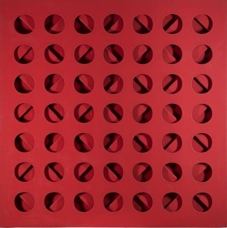 Intersuperficie curva dal rosso, Paolo Scheggi 1966, acrylique rouge sur trois toiles superposées, cm 133 x 133 x 6.6, Courtesy Tornabuoni Art / Courtesy Paolo Scheggi, SIAE