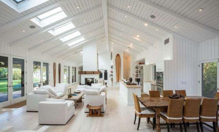 'X-Files' Creator Chris Carter Asks $10M for Malibu Home