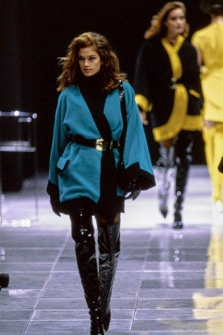 See the complete Versace Fall 1991 Ready-to-Wear collection.