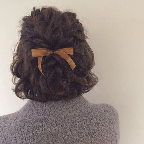 Photo of bow short haircuts for curly hair