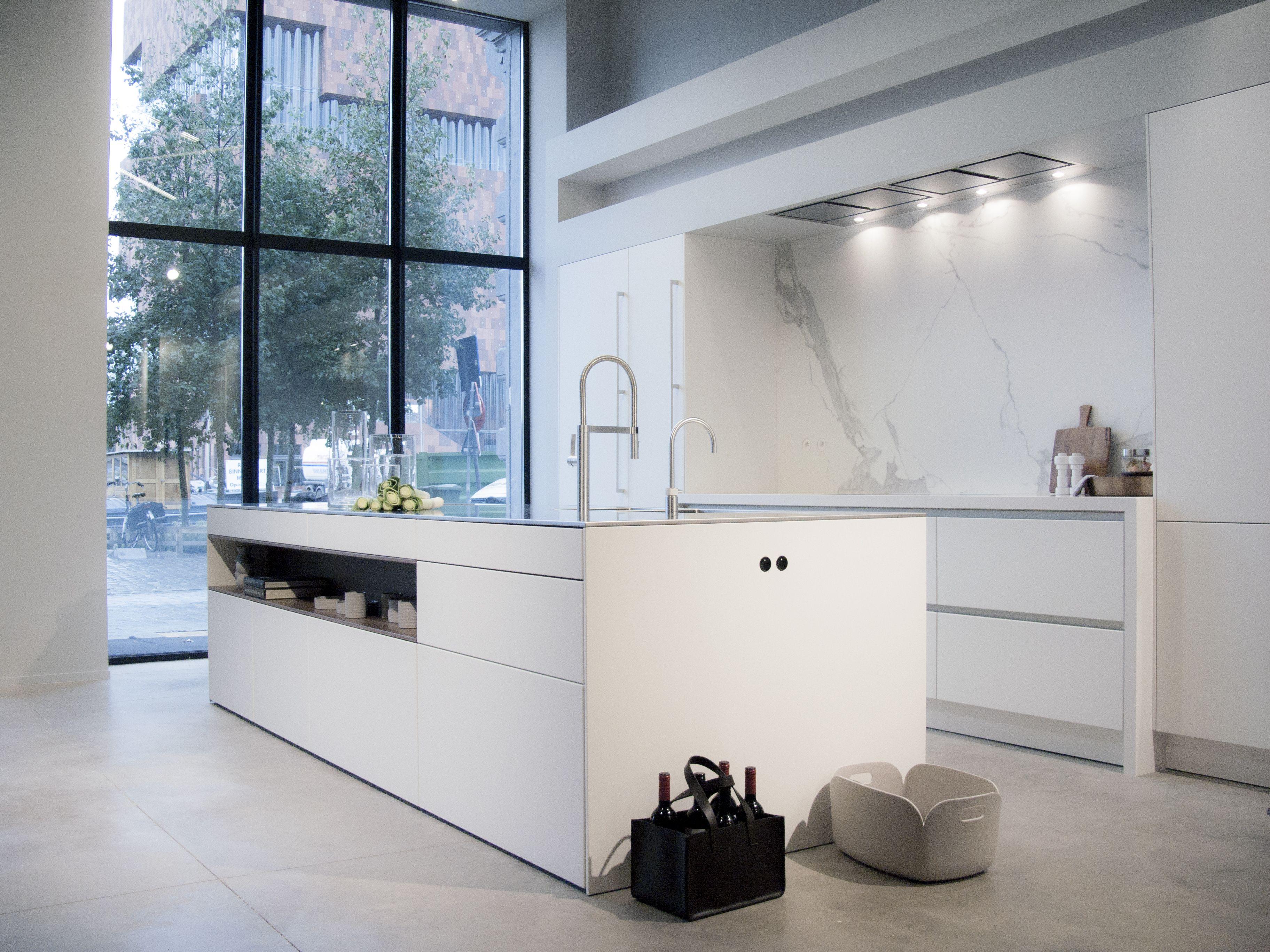 SieMatic PURE in lotus white, worktop inox & composite \