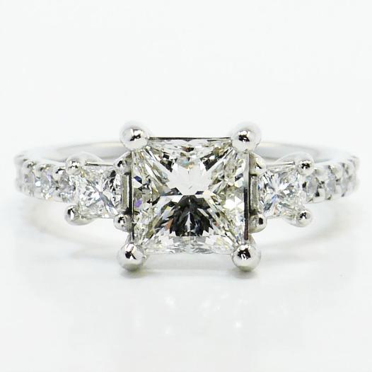 Stunning... would you wear it?  https://t.co/3jz674yY9V #jewelry #engagementring #wedding #diamondring https://t.co/hmSxpIP9J2 (Visit www.brilliance.com for more beautiful amazing diamond engagement & wedding rings!)