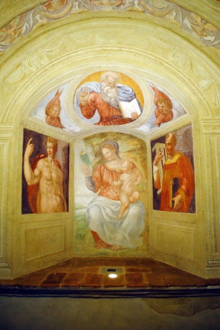 """La piccola """"Cappella del Ponterotto"""" a San Casciano Val di Pesa restituisce un tesoro nascosto: gli affreschi realizzati nella seconda metà del 1500 da un artista fiorentino su commissione della nobile famiglia piemontese degli Scarampi. I locali della Cappella sono aperti al pubbli"""
