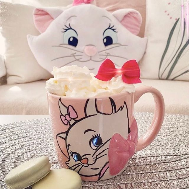 Happy Marie Monday!!! Nothing like starting the day with this cheeky little kitty! Thank you so much for sharing @disney___time, we love your Disney home and account!