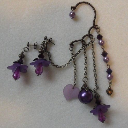 Oooh how pretty is this earcuff from Vintage Me! :)