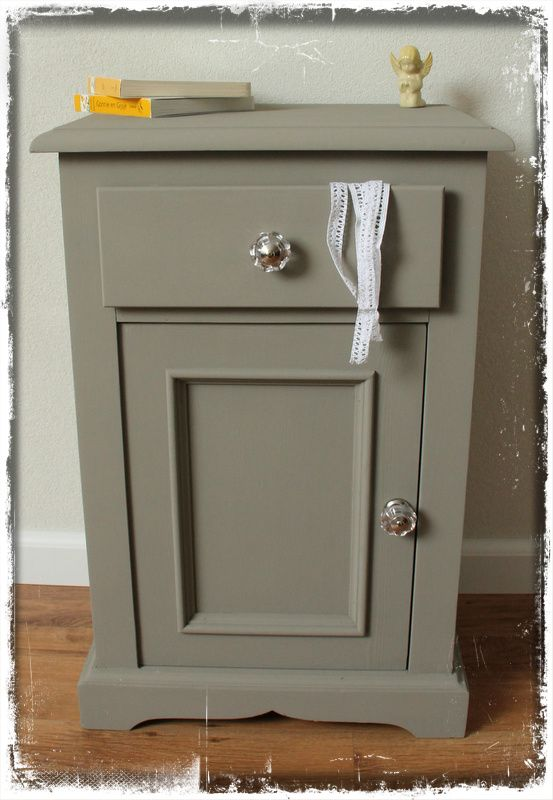 Vaak Pedestal cupboard/ nightstand with Annie Sloan French Linen  &RE47
