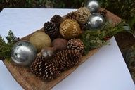 Love this natural christmas arrangement.