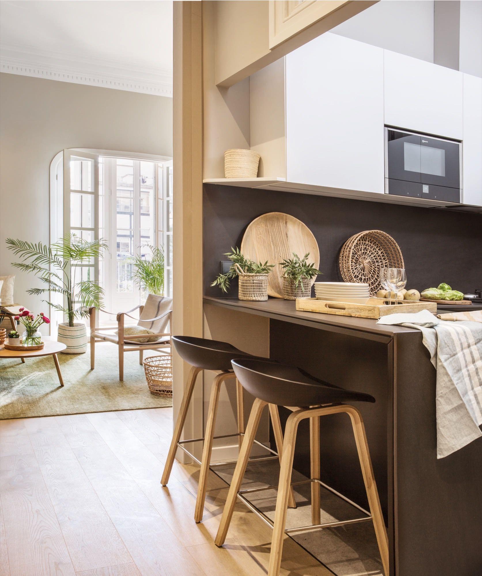 cocina pequeña con barra y abierta en un piso pequeño | Cocinas ...