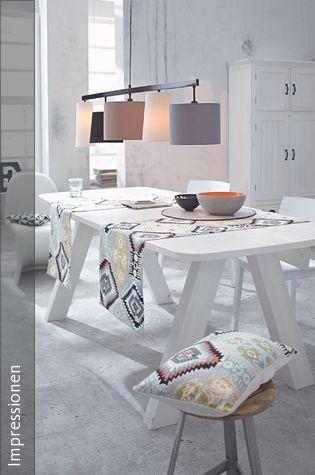 Wohnbereich mit Sofa Zentral, Lampenschirme und Farbig - wohnzimmer komplett landhausstil