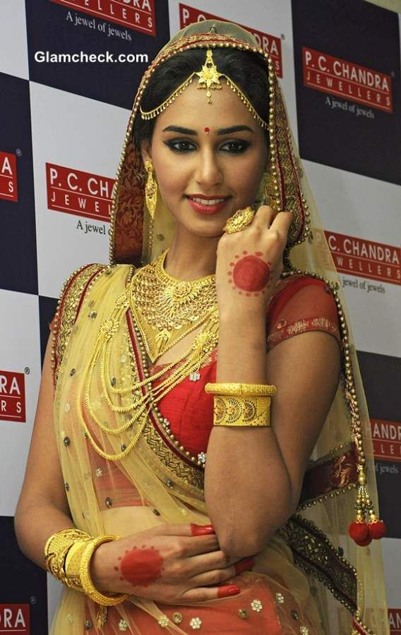 Hasleen Kaur Appointed Brand Ambassador For Pc Chandra Jewellers Bridal Gold Jewellery Indian Wedding Fashion Indian Wedding Deco
