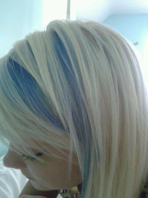 Df4aba1a26f5b2da3acfe10fba231dd3 Jpg 480 640 Blonde Hair With Blue Highlights Blue Hair Highlights Hair