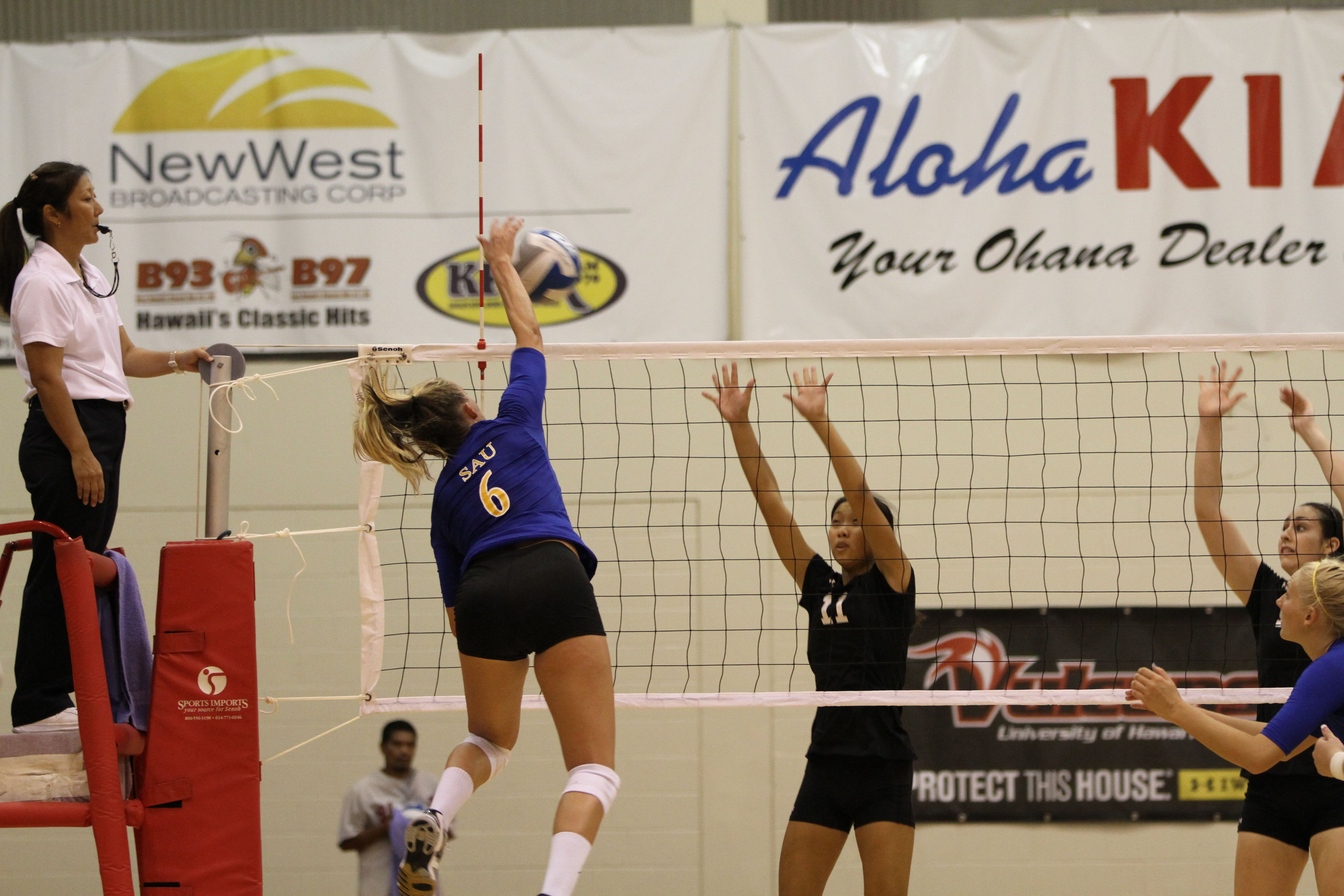 Courtney Gessing Getting A Kill Down The Line Against Hawaii Hilo Volleyball Pictures Broadcast Basketball Court