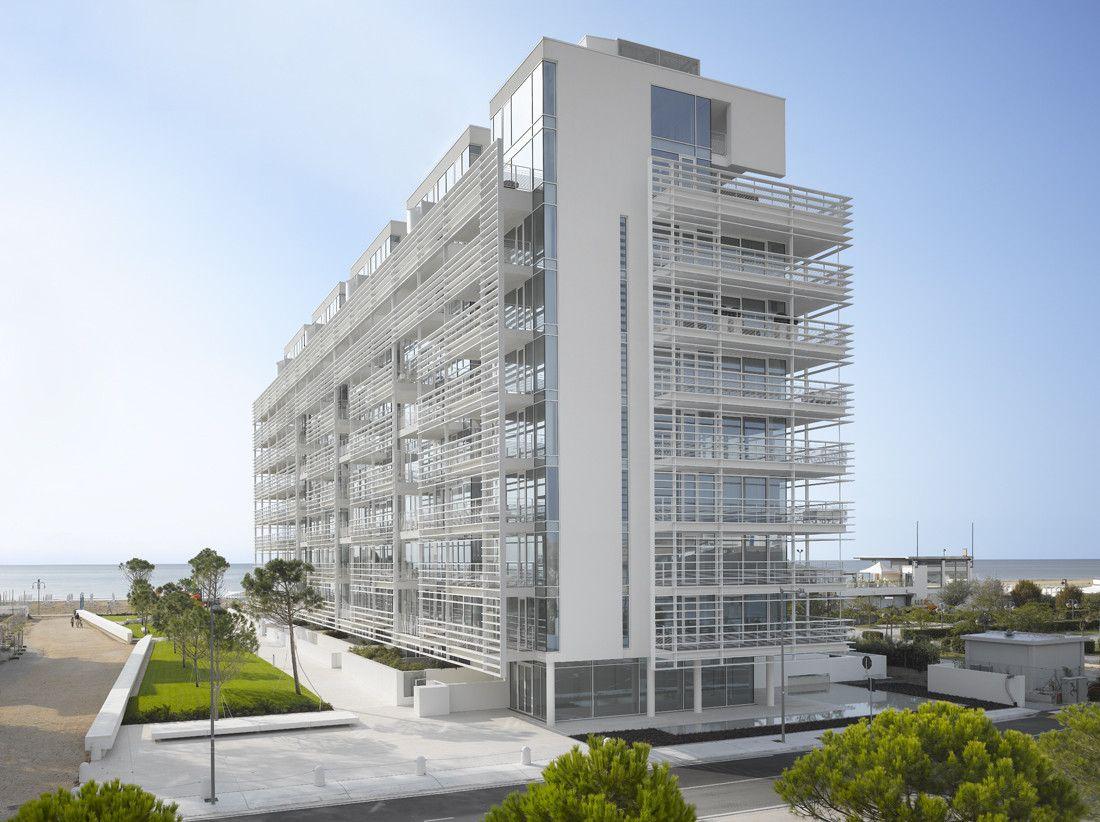 Jesolo lido condominium richard meier partners for Casa moderna jesolo