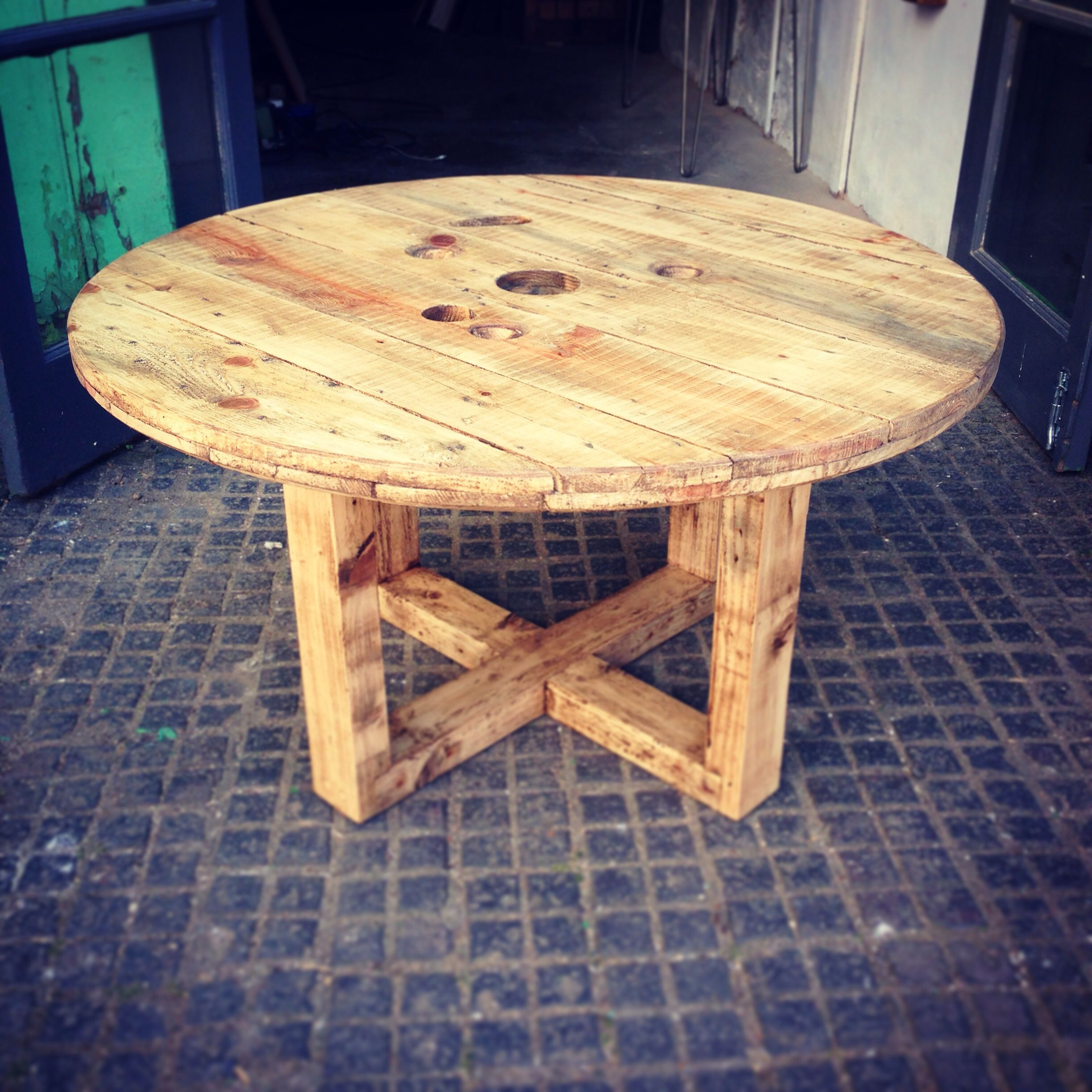 Cable drum coffee table with x frame base