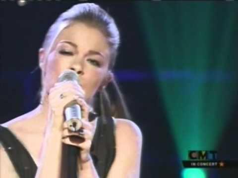 Leann Rimes Can T Fight The Moonlight Live Female Singers Singer Music Lovers