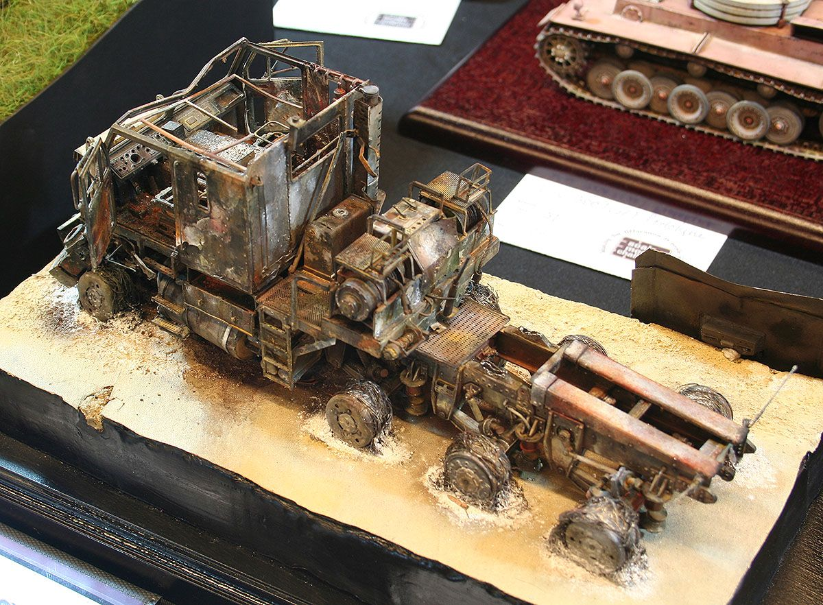 Oshkosh M1070 Hett Burned Down 1 35 Scale Model Scale Models Military Diorama Car Model