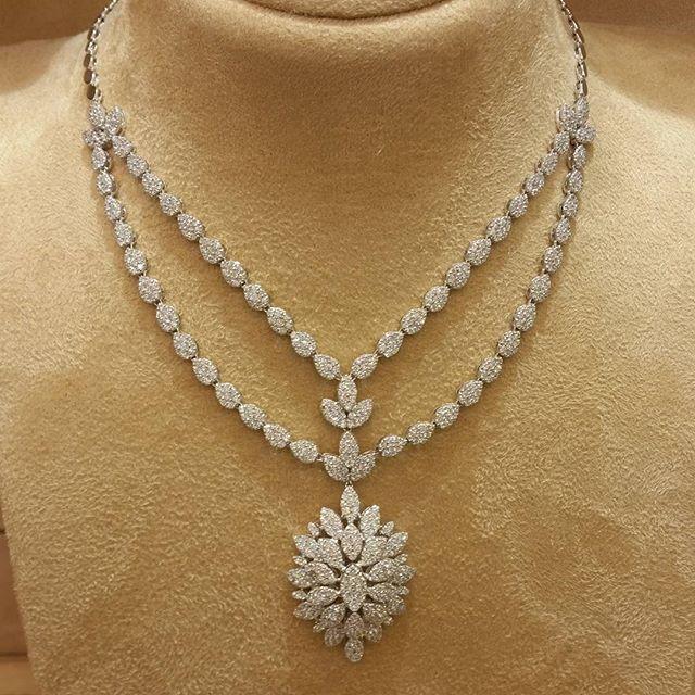 طقم ذهب ابيض عيار 18 مجوهرات مجوهراتي اناقة الاناقة ذهب مكة المكرمة الماس الالماس الموضة Exclusive Jewelry Diamond Jewelry Necklace Fabulous Jewelry