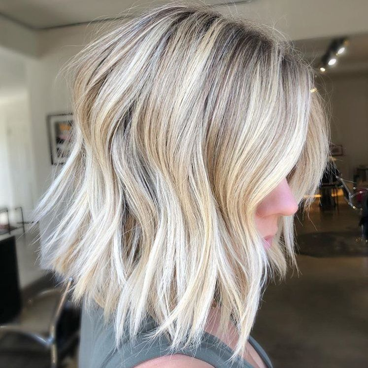 I tagli di capelli inclinati che dimostrano che il contundente non è sempre migliore