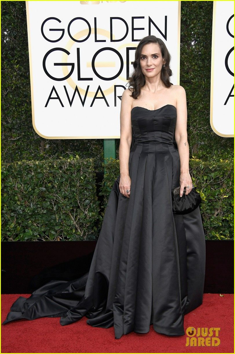 Winona Ryder, Caitriona Balfe, & Connie Britton Are Timeless Beauties at Golden Globes 2017