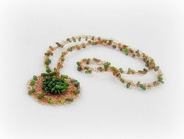 Coral - Collar de coral verde - hecho a mano por BozenaJankowska en DaWanda