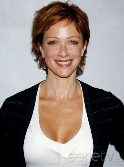 Lauren Holly. actriz de Serie de TV. La secretaria de Ford Farlene