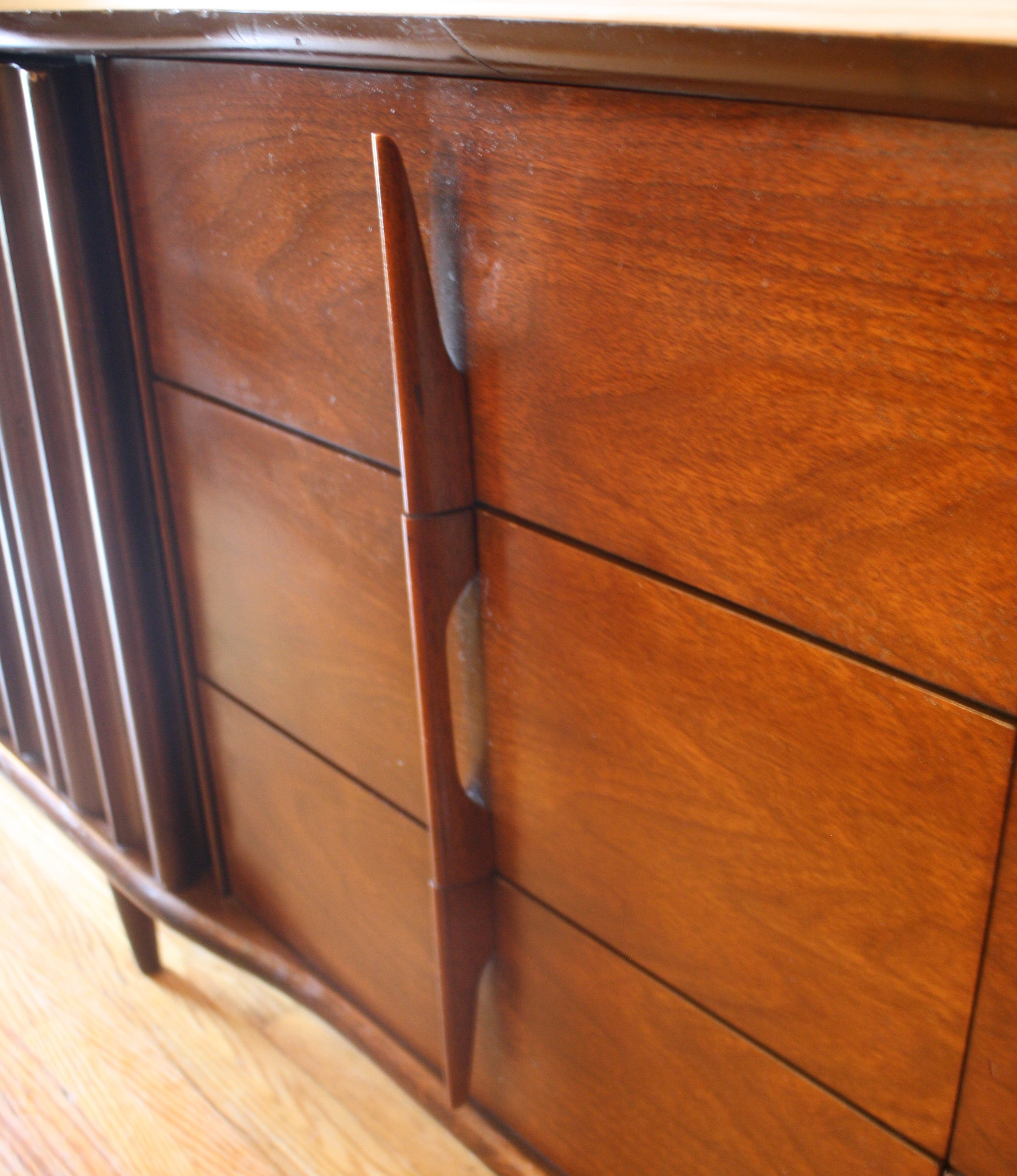Best Mid Century Modern United Low Dresser Credenza With 400 x 300