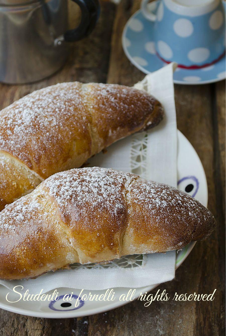 Cornetti alla ricotta e nutella ricetta brioche con impasto alla ricotta senza burro e senza olio